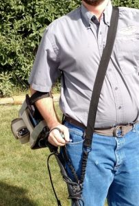Shoulder harness metal detector